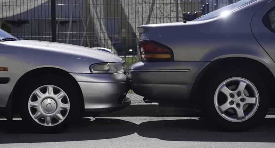 Estacionar  parquear en las calles