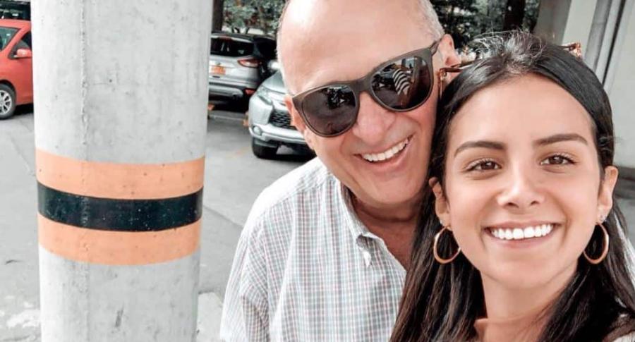 Jota Mario Valencia, presentador, y su hija, María José.
