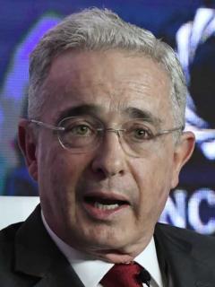No solo es el (carísimo) jet; 'abohámster' de Uribe tiene otras costosas propiedades