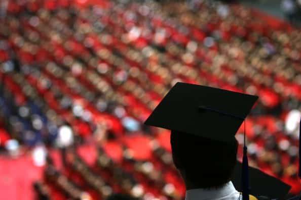 Estudiante graduándose