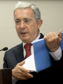 """""""Mi esposa y mi familia no quieren que yo esté más en el Congreso"""": Álvaro Uribe"""