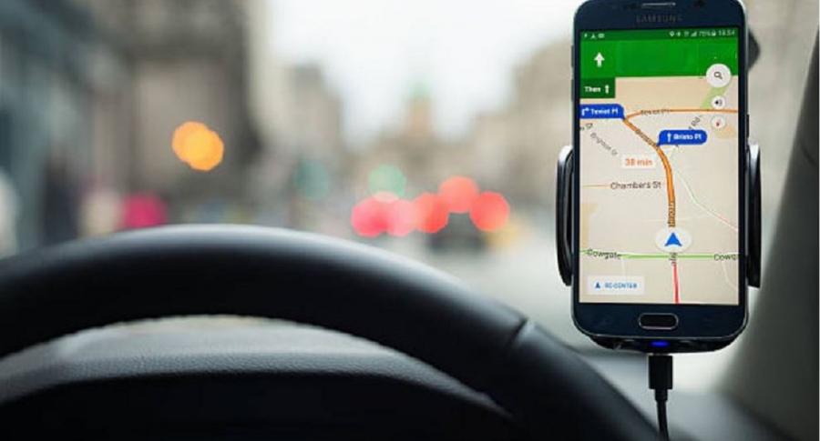 Carro y celular con GPS