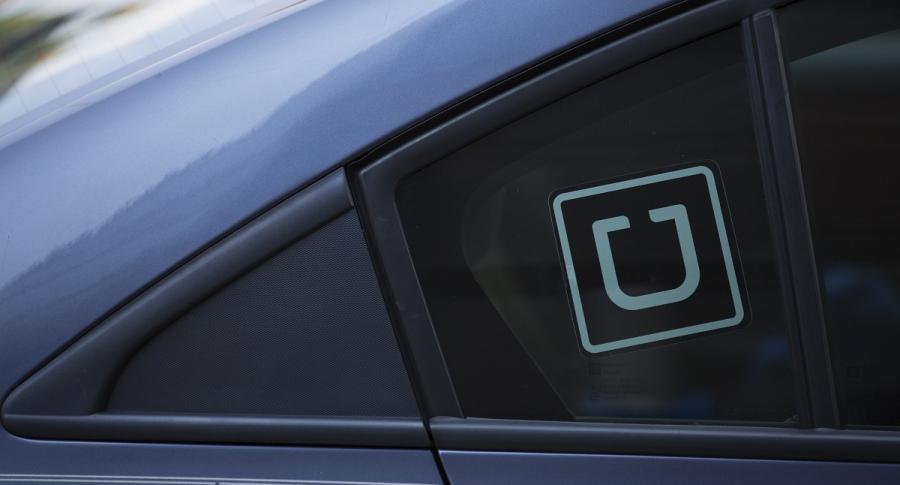 Carro con logo de Uber