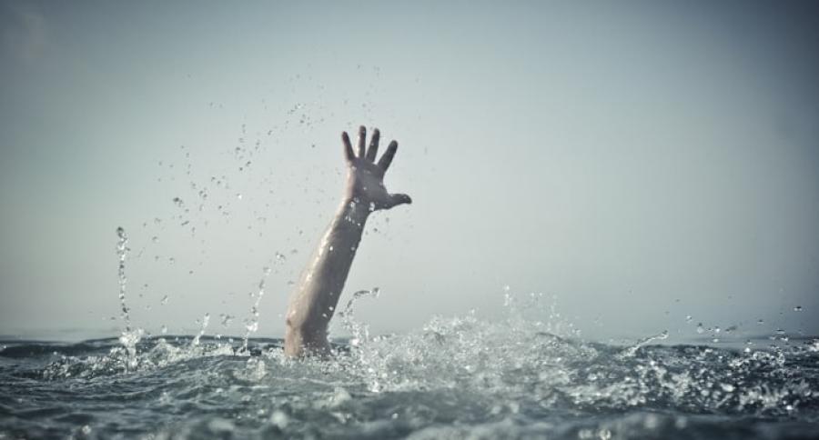 Hombre ahogándose