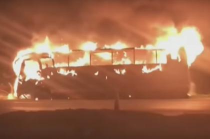 Bus incinerado en Soacha