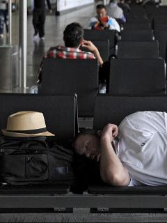 Mal clima mantiene mayoría de aeropuertos del país cerrados y cientos de pasajeros varados