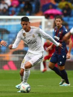 [Video] James, titular y figura del Real Madrid ante el Levante