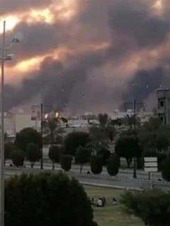 Atacan con drones a la mayor refinería del mundo; se perdió mucho, pero mucho petróleo