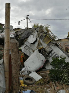 Al menos 6 muertos, deja caída de avioneta sobre unas viviendas en Cauca