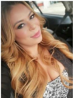Angélica Sierra, cantante de música popular.