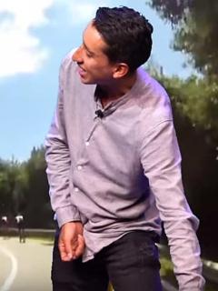 """[Video] """"¡Pero sáquelo!"""": Egan, enseñándole a 'Juanpis' a orinar desde la bicicleta"""