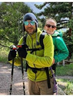 La pareja perfecta: él no ve y ella no puede caminar, pero juntos escalan montañas