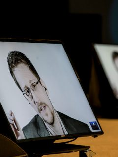 La dura advertencia que acaba de hacer Edward Snowden sobre WhatsApp y Telegram