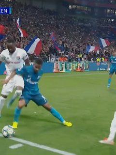 [Video] Barrios debuta en Champions batiéndose y tumbando a los grandotes del Lyon