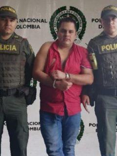A empresario lo atraparon en motel cuando habría intentado violar a su hija, de 14 años