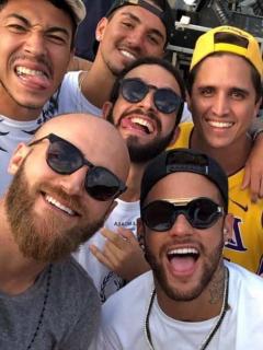 Filtran la fortuna con la que Neymar mantiene a amigotes de farra; les da salario