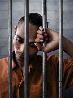 Hombre pagará cárcel por agregar a su expareja a un grupo de WhatsApp