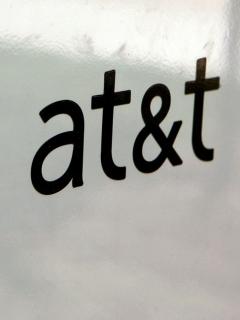 Se daría un negocio de talla mundial: AT&T podría vender DirecTV