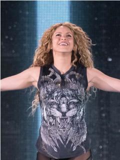 Con nuevo 'look', Shakira hace cover de 'Trátame suavemente' para recordar a Cerati