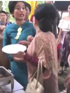 Invitadas a boda se fueron a empujones porque una de ellas se sirvió demasiado curry