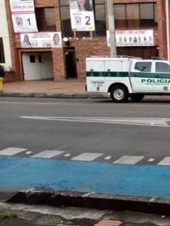 Mensajero desató alerta de bomba en sede del partido Farc por paquete raro que dejó