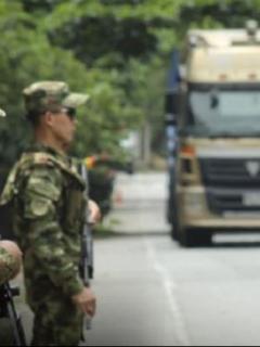 Ejército dispara a camioneta donde iba una líder social y mata a escolta que la protegía