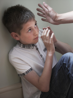Niño de 8 años, desesperado por golpes de sus papás, muere al lanzarse al vacío desde piso 9