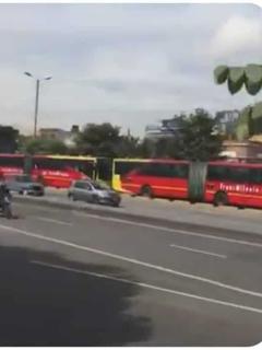 """[Video] """"Están pinchando llantas con puñaletas"""": ciudadanos reportan bloqueos en Autonorte"""