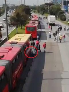 [Video] Revelan el momento exacto en que inadaptados pinchan (a puñal) buses de TM