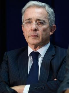 """[Videos] Le siguen los abucheos a Uribe en Antioquia; esta vez le gritaron """"asesino"""""""
