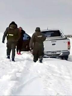 Caminan 25 kilómetros en medio de la nieve luego de vararse y mueren congelados
