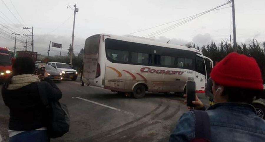 Bus vandalizado en paro