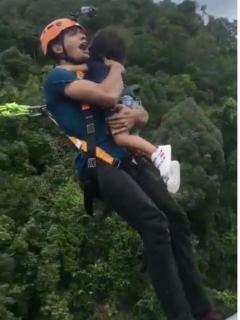Irresponsable papá hizo 'bungee jumping' con su hija y no le puso equipo de seguridad