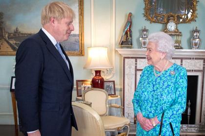 Johnson y la reina