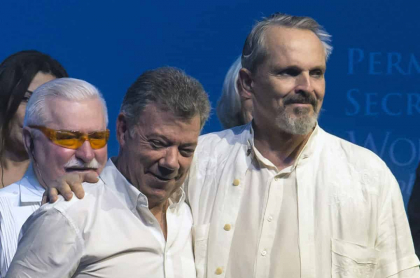 Juan Manuel Santos y Miguel Bosé