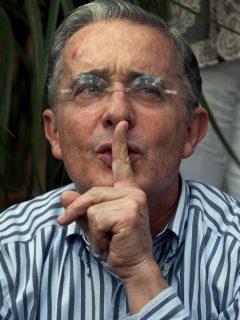 """Uribe aclara a qué se refería con """"trabajar, trabajar y trabajar"""" cuando era presidente"""