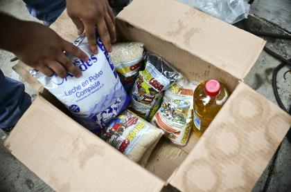 Caja con alimentos