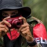 Guerrillero del Eln con cámara