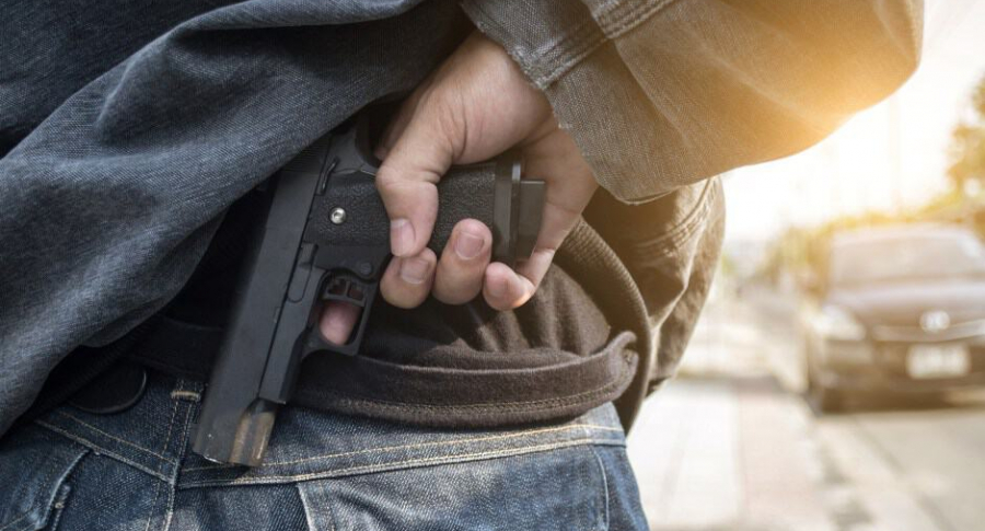 Ladrón con pistola.