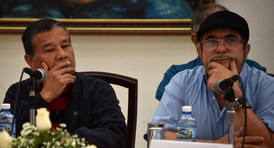 Rodrigo Londoño. 'Timochenko', y  Nicolás Rodríguez, 'Gabino'