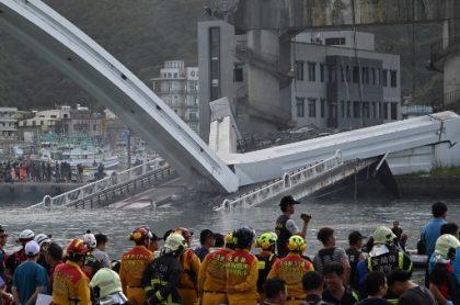 Puente colapsa en Taiwán