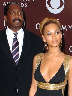 Beyoncé, cantante, con su papá, Mathew Knowles.