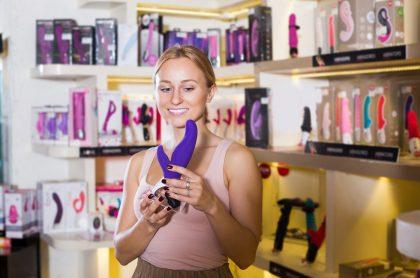 Mujer en 'sex shop'