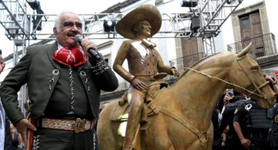 Estatua de Vicente Fernández.