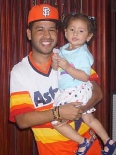 Martín Elías Díaz, con su hija menor, Paula Elena.