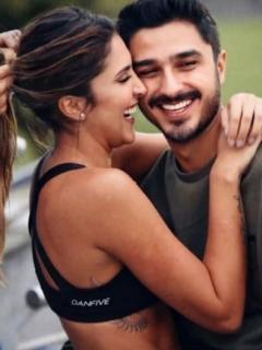 Daniela Ospina, modelo, con su novio Harold Jiménez, director de videos, y su hija, Salomé Rodríguez.