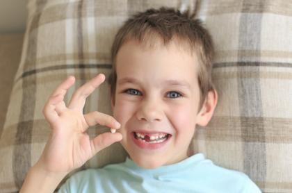Niño con diente