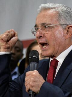 Gobierno dice que consulta sobre reelección no tiene que ver con Colombia (ni con Uribe)