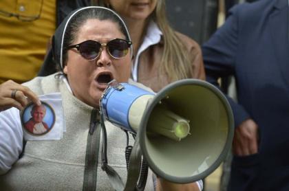 Monja apoya a Álvaro Uribe por su llamado a indagatoria