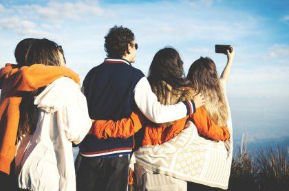 Grupo de amigos se toma selfi